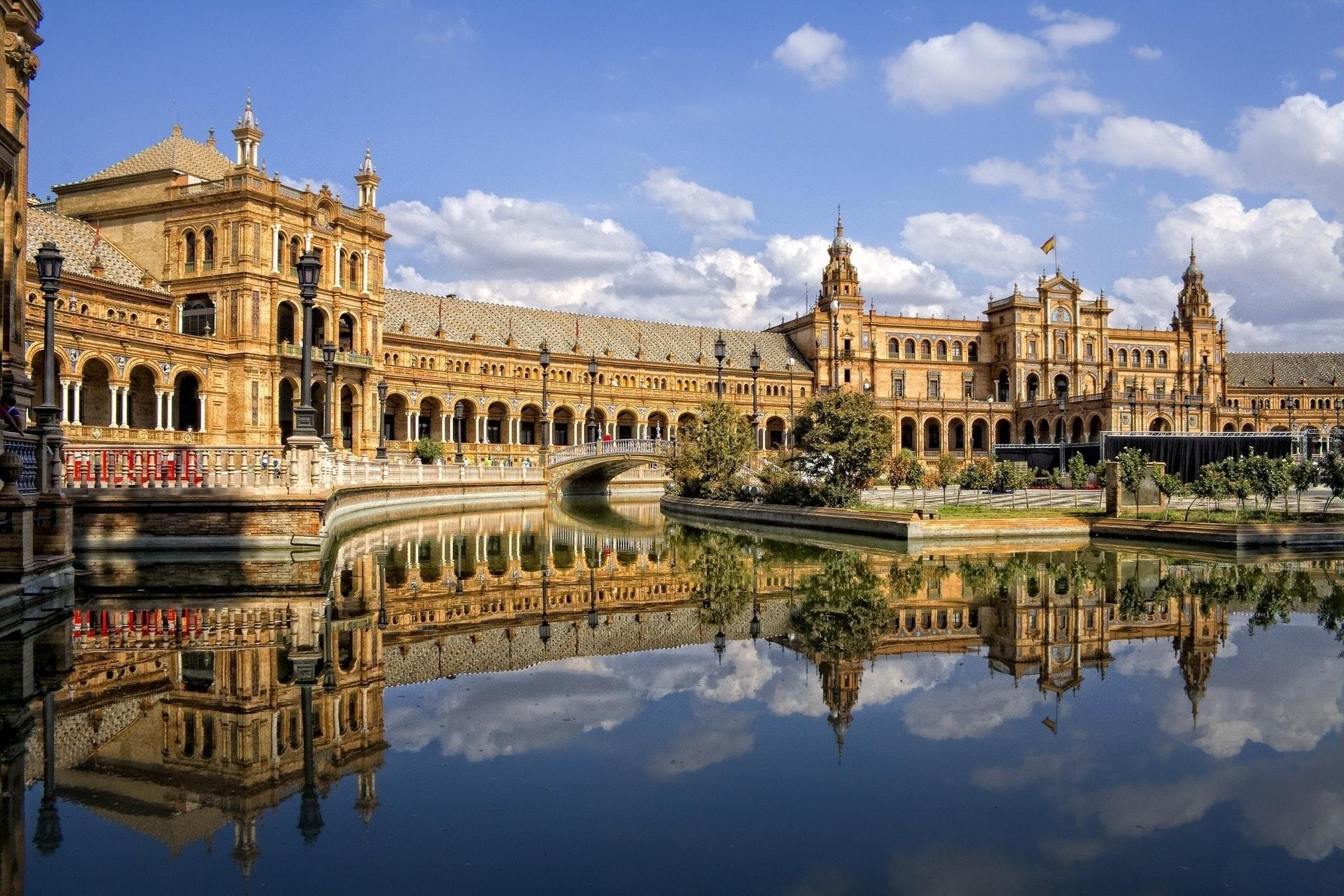 Reclama la plusvalía municipal al Ayuntamiento de Sevilla